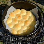 ダッチオーブンでパンを焼く|火加減のコントロール方法と、パン作りに最適な火力について。