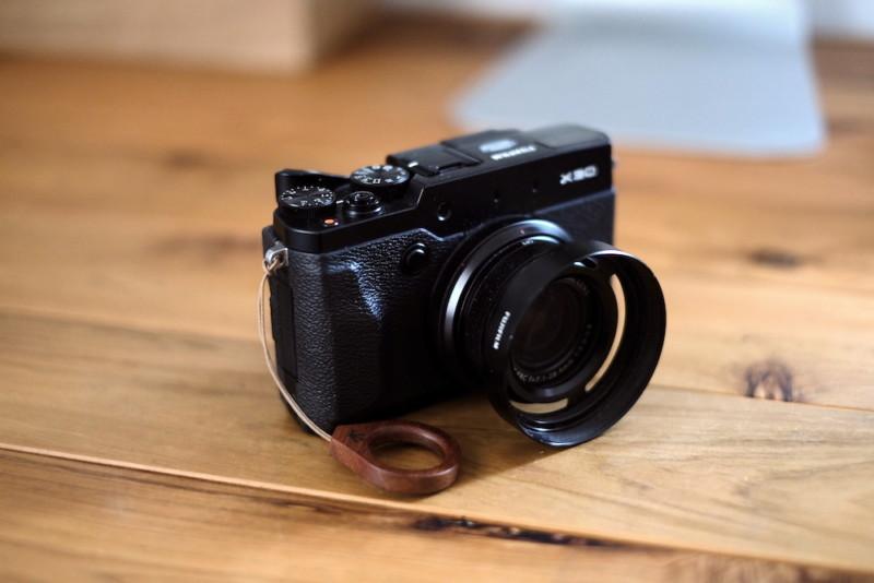 Fujifilm X30|木製リングストラップとレンズフードでドレスアップ