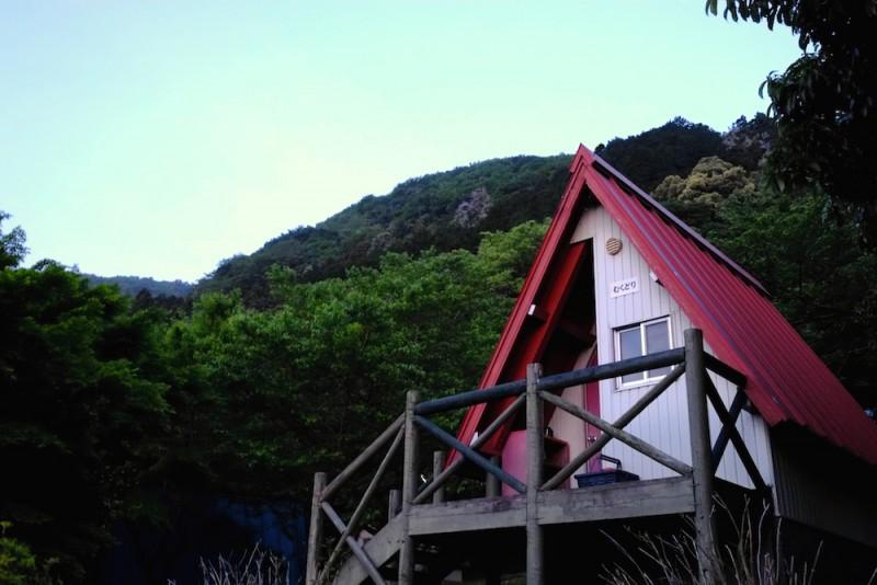 養老キャンプセンター|朝焼けのバンガロー