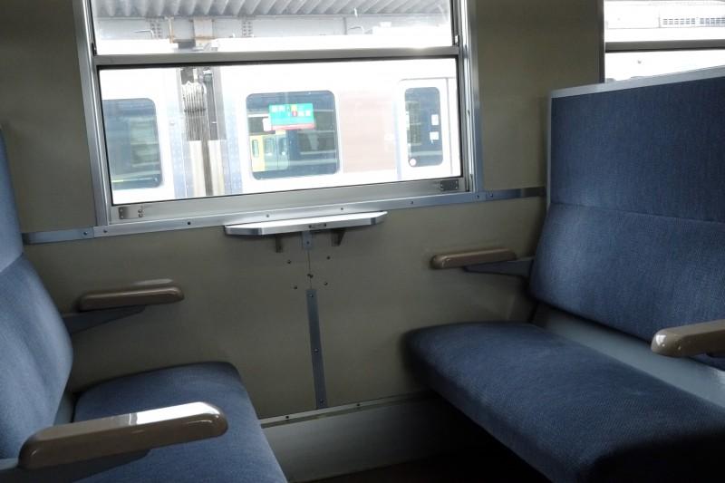 SL北びわこ号|座席はシックなブルー