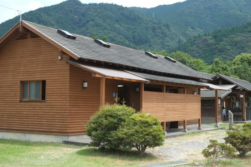 くのわき親水公園キャンプ場|トイレ・シャワー棟(西側)
