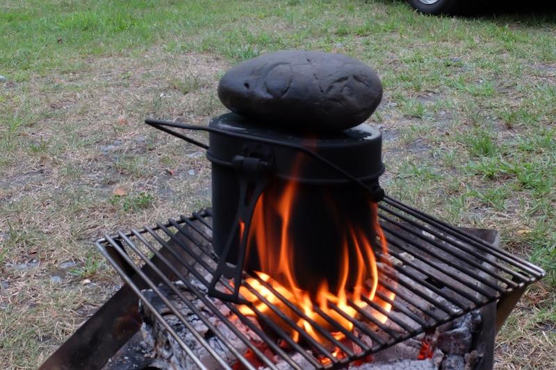 飯盒炊さん|重しを乗っける