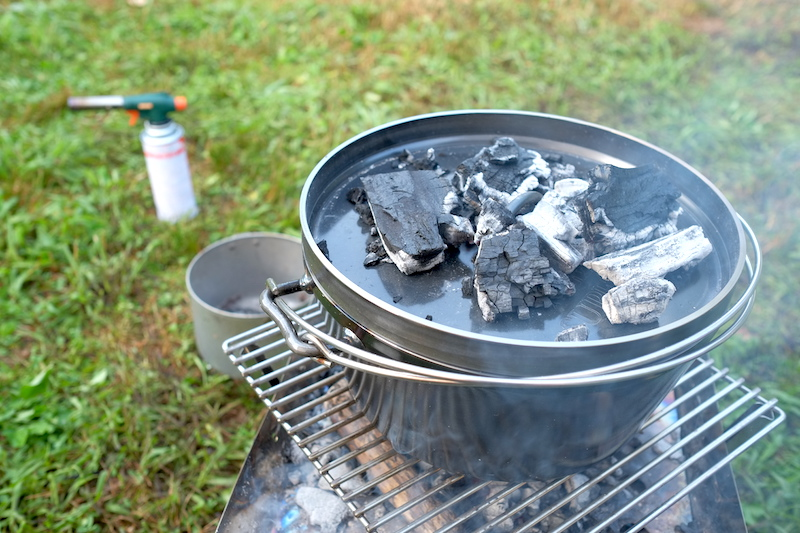 ダッチオーブンでパンを焼く|木炭の数