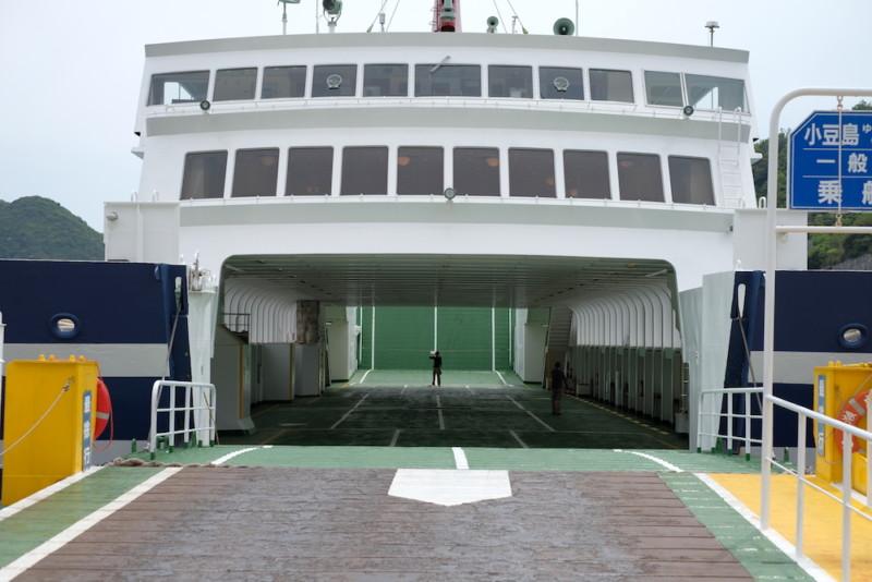 瀬戸内観光汽船|第三ひなせ丸の乗用車積載スペース