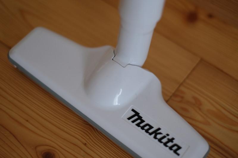 マキタ充電式クリーナーCL142FDZW|半自立可能なヘッドとパイプ