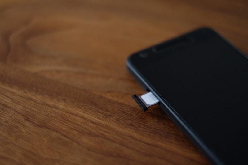 Nexus5x|SIMカードの再挿入