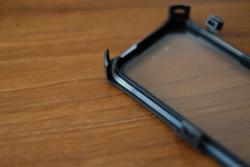 iPhone5s/SE用耐衝撃・防水・防塵ケース(ZVE)|ケース前面の内側