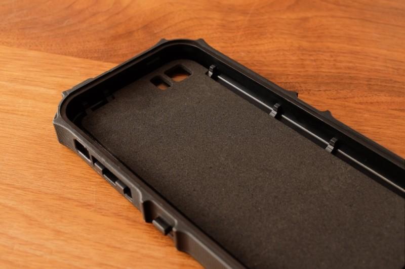 iPhone5s/SE用耐衝撃・防水・防塵ケース(ZVE)|ケース背面部