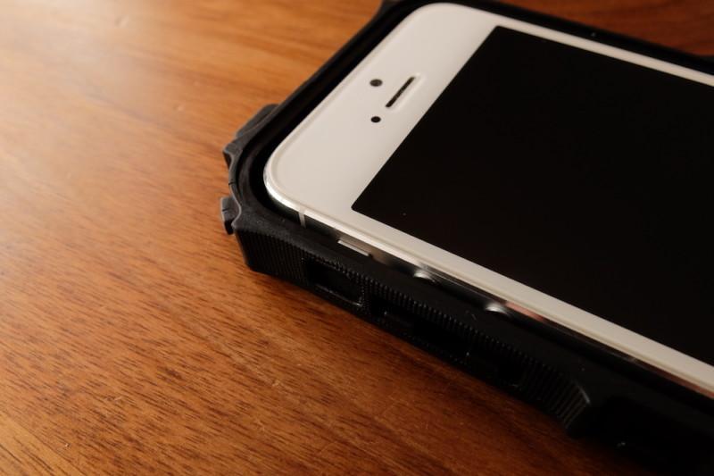 iPhone5s/SE用耐衝撃・防水・防塵ケース(ZVE)|iPhone5sを入れたところ