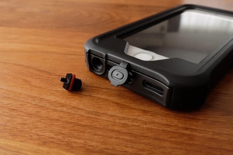 iPhone5s/SE用耐衝撃・防水・防塵ケース(ZVE)|イヤホンジャックとスピーカー、充電端子部分