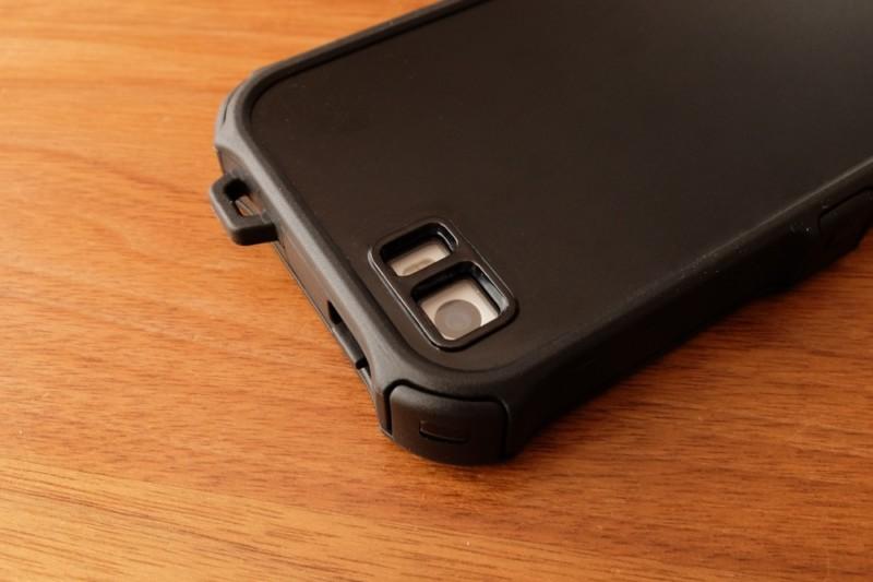 iPhone5s/SE用耐衝撃・防水・防塵ケース(ZVE)|電源ボタンとストラップホール、レンズカバー