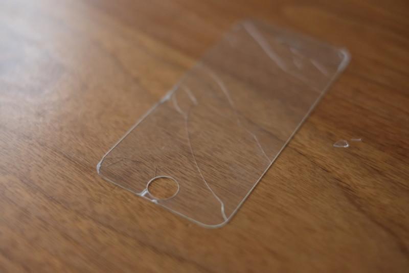 割れたANKER製ガラスフィルム