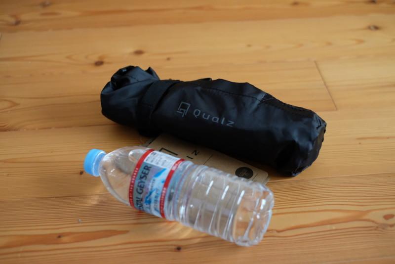 ミニトライポッドチェア(クオルツ)|500mlペットボトルとの比較