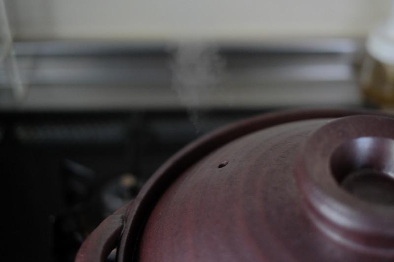 黒釉あかつち土鍋(萬古焼)|蒸気が出始めたら、沸騰の合図。