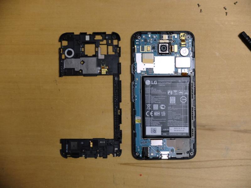Nexus5Xのバッテリー交換|樹脂パーツを外した