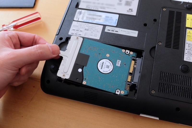 Lavie(LS150/H)をSSDに換装|取り外しは引っ張るだけ