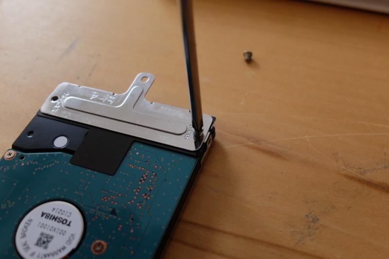 Lavie(LS150/H)をSSDに換装|金具を外す