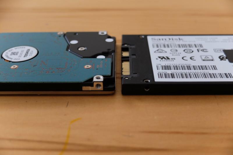 Lavie(LS150/H)をSSDに換装|HDDとSSDの厚みの差