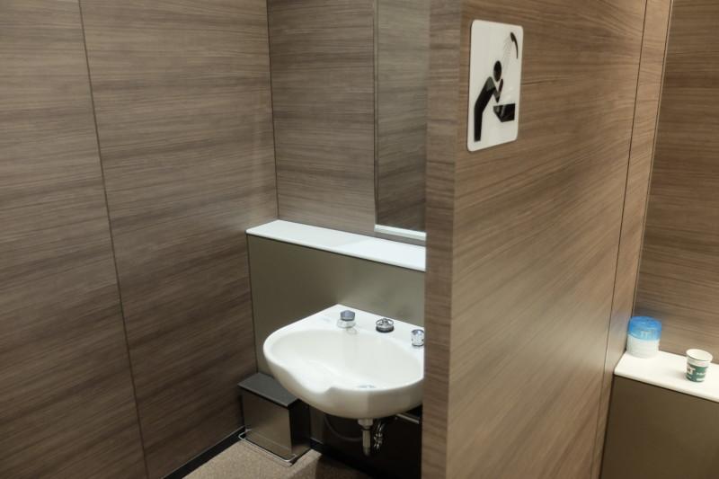 宝塚北サービスエリア|トイレ内の洗髪用シャワー