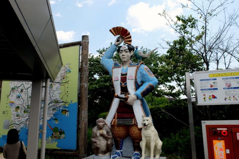 吉備サービスエリア(下り)|桃太郎の像