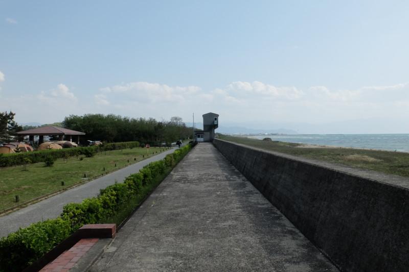 観音寺ファミリーキャンプ場|堤防