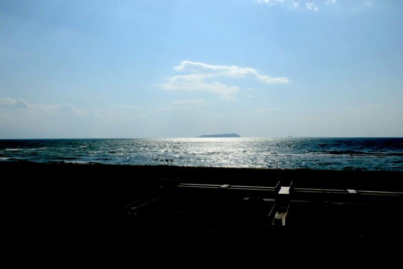観音寺ファミリーキャンプ場|堤防越しの有明浜