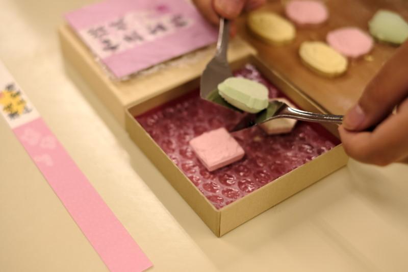 和三盆の干菓子作り体験(にしきや)|箱詰め