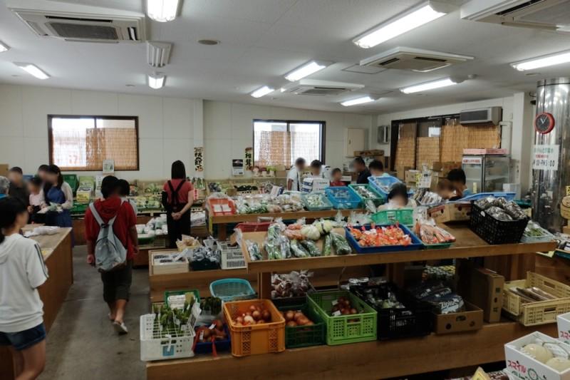 道の駅「あわくらんど」|野菜市の様子