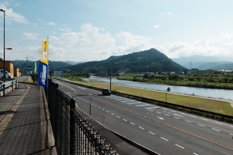 道の駅「「清流茶屋かわはら」|千代川の眺め