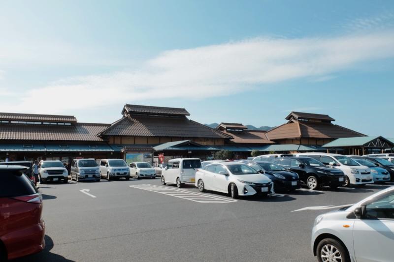 道の駅「「清流茶屋かわはら」|駐車場