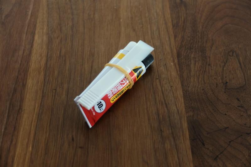エポキシ接着剤(ダイソー)|輪ゴムでセット