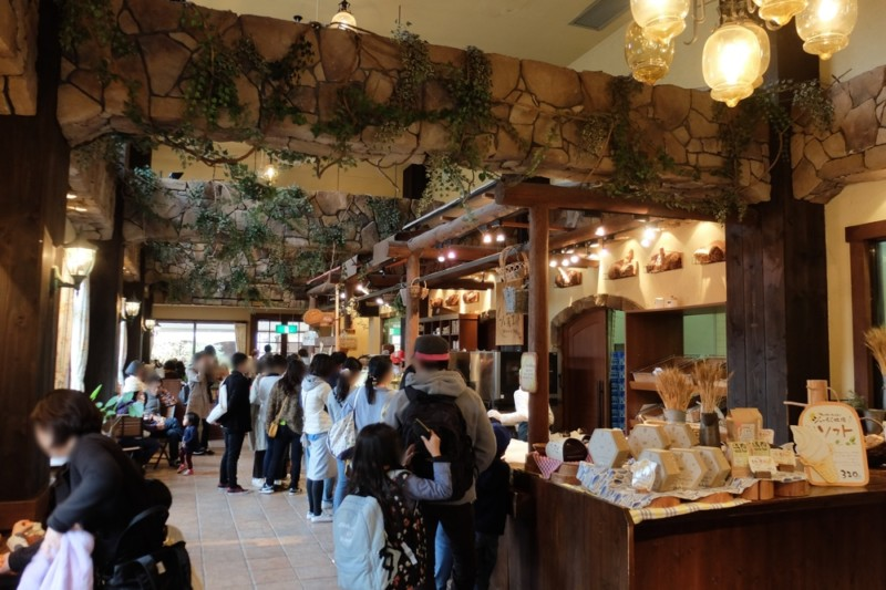 伊賀の里モクモク手作りファーム|小麦工房の店内