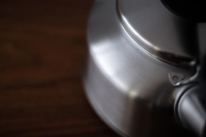 シーズ・クッキング笛吹きケトル2.6L(ヨシカワ)|つや消し仕上げのステンレス
