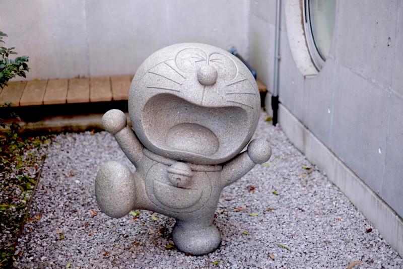 川崎市 藤子・F・不二雄ミュージアム|石になったドラえもん