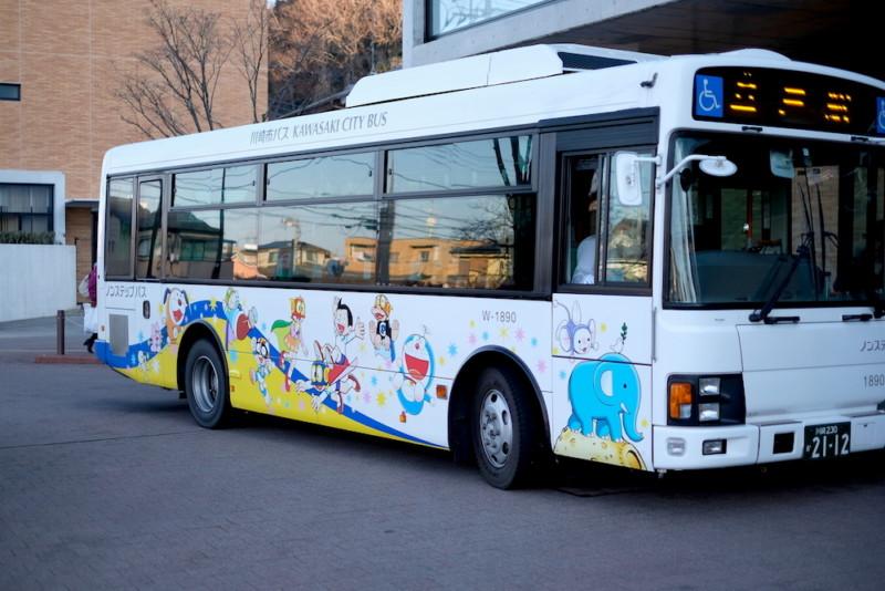 川崎市 藤子・F・不二雄ミュージアム|直行バス「パーマン号」