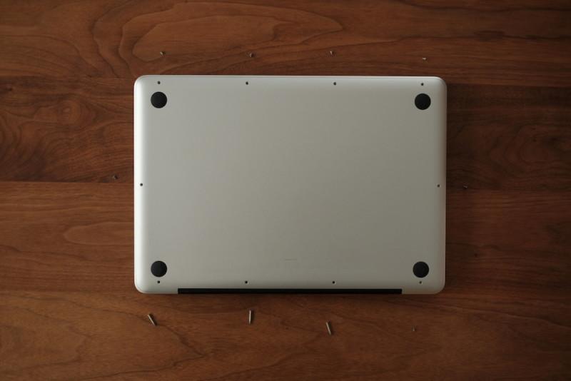 MacBookPro用交換バッテリー(WorldPlus)|場所によってネジの長さが違う