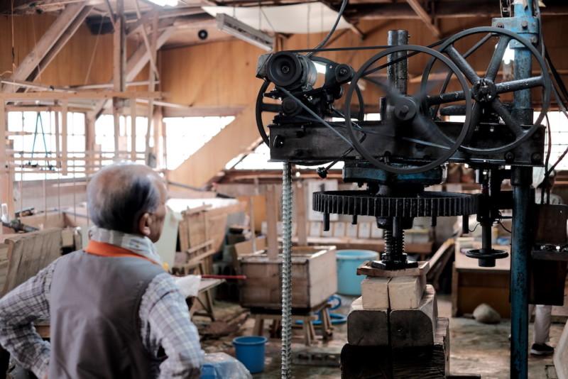 天神産紙工場|プレス機
