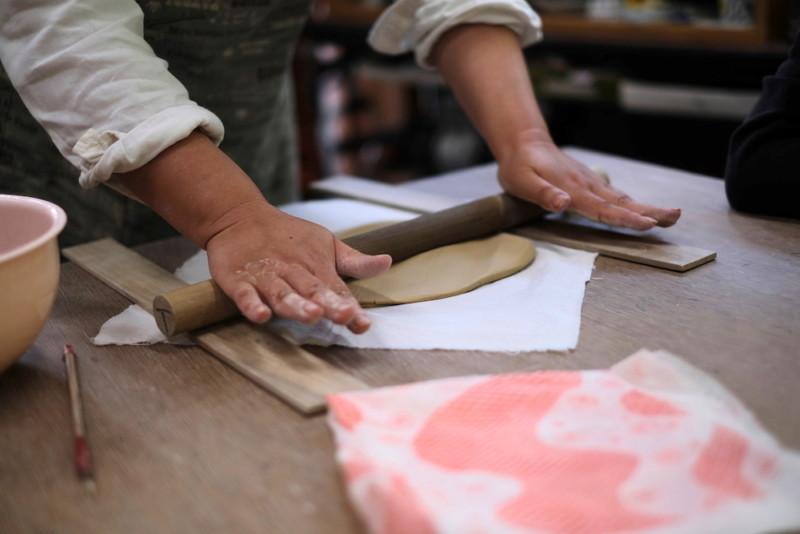 農村工芸体験館(砥部町)|粘土を伸ばす