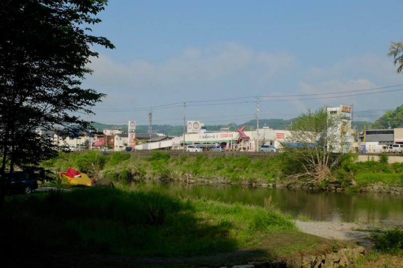 知清キャンプ場(愛媛県内子町)|川向かいのお店