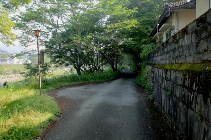 知清キャンプ場(愛媛県内子町)|通路