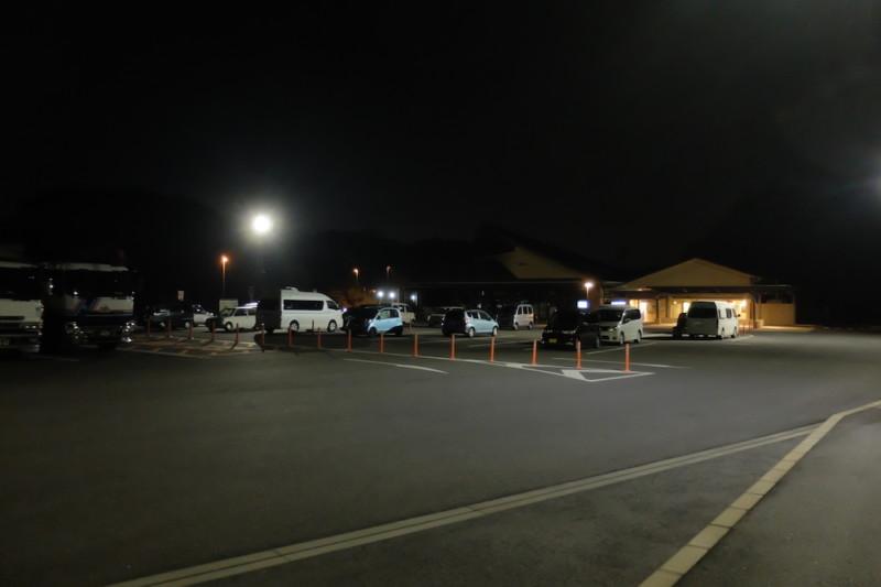 道の駅津かわげ|夜間の駐車場全景