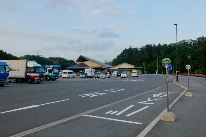 道の駅津かわげ|駐車場全景