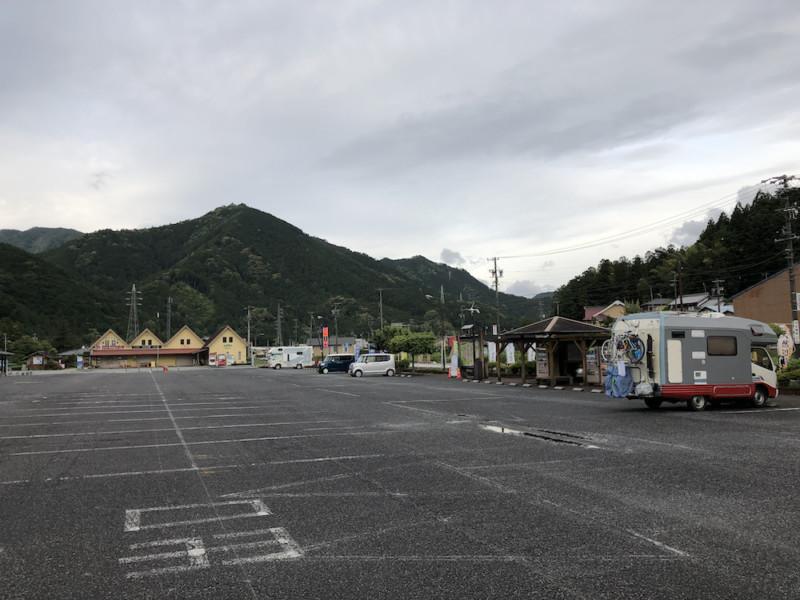 道の駅「飯高駅」|駐車場全景