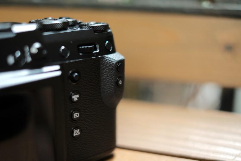 GFX50RとGF63mmF2.8|背面グリップ