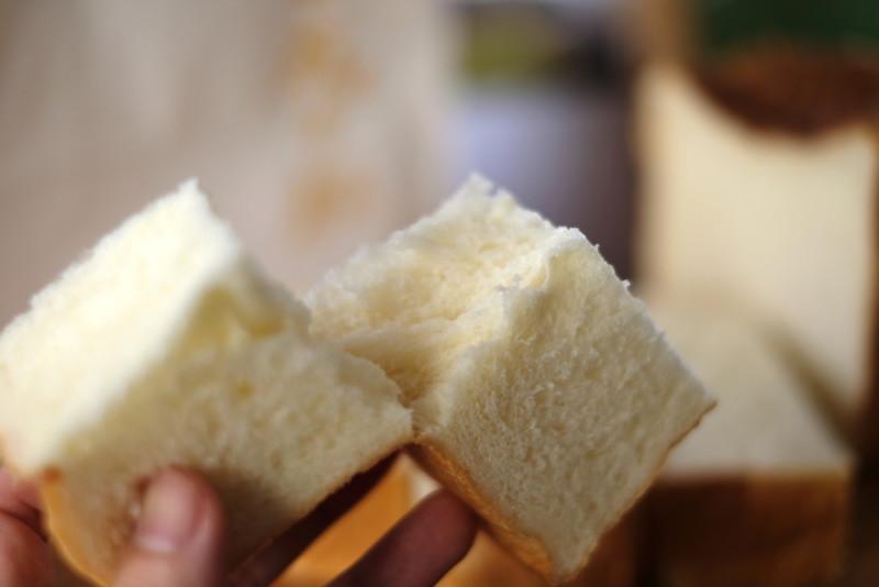 食パン専門店「成り松」|食パン、焼かずにそのまま