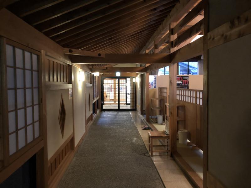道の駅「飯高駅」|温泉施設への通路