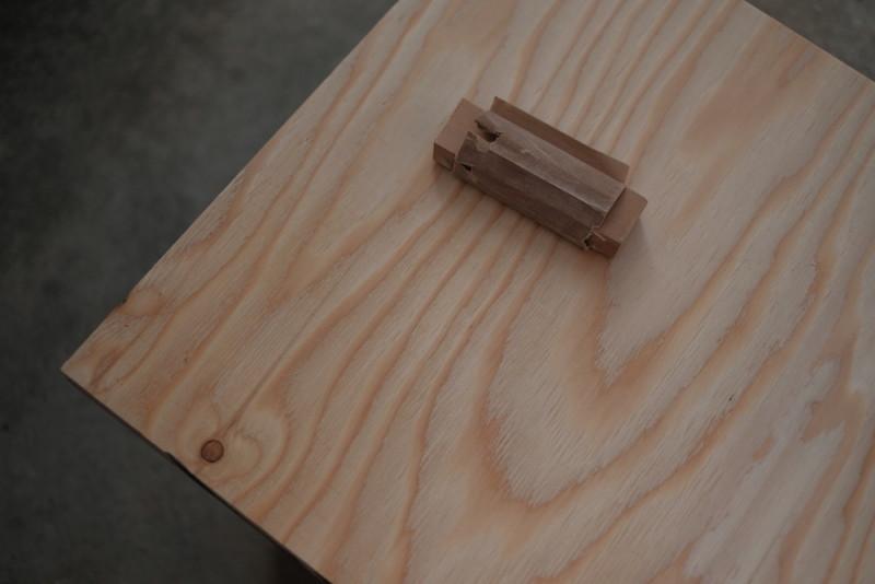 構造用合板1枚で作るiMac用デスク|サンディング