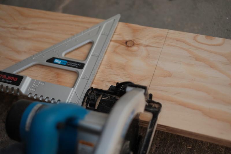 構造用合板1枚で作るiMac用デスク|丸ノコ用ガイド