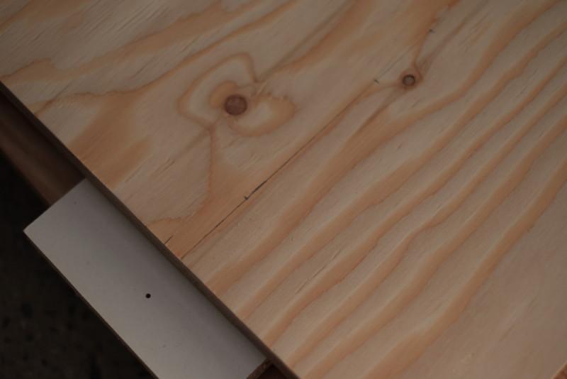 構造用合板1枚で作るiMac用デスク|下穴の位置決め