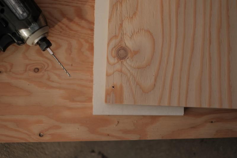 構造用合板1枚で作るiMac用デスク|下穴